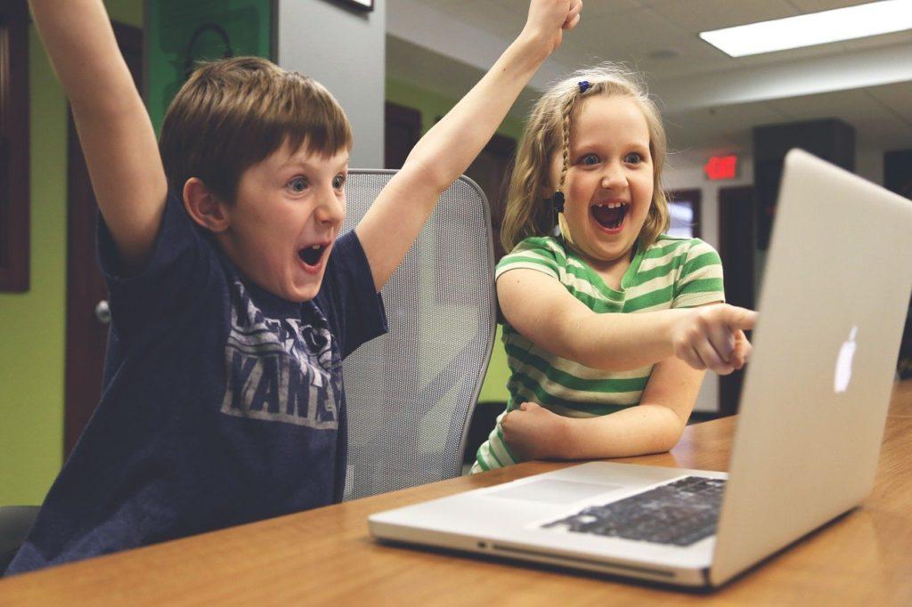 Inconvenientes del internet en jóvenes